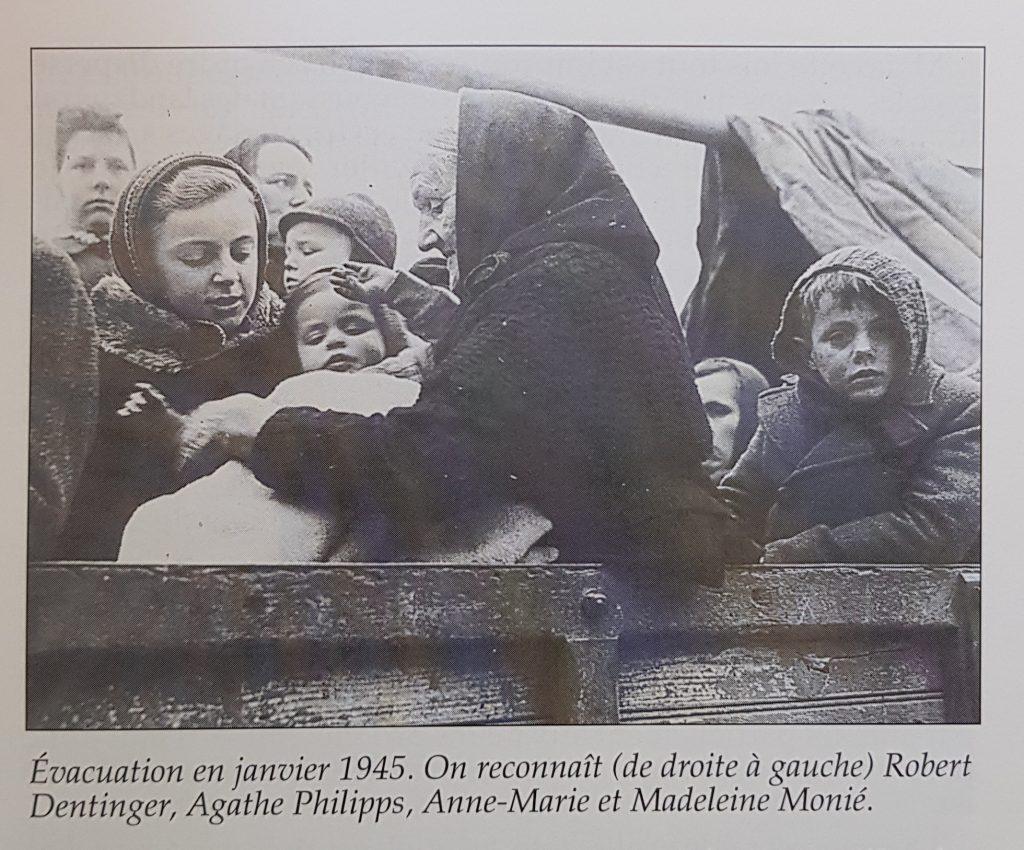 Evacuation en janvier 1945. On reconnaît (de droite à gauche) Robert  Dentinger, Agathe Philipps, Anne-Marie et Madeleine Monié.