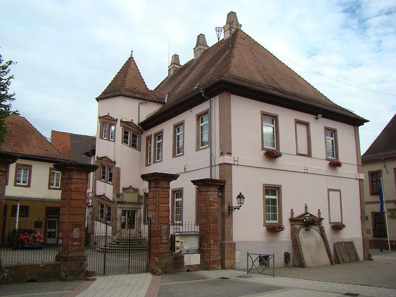 Résidence épiscopale construite en 1592 et restaurée en 1716, actuelle école élémentaire de Lauterbourg